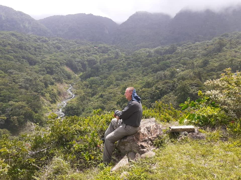 Jan geniet van zijn plek in Costa Rica